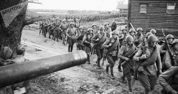 Sovětští vojáci na území Polska v roce 1944