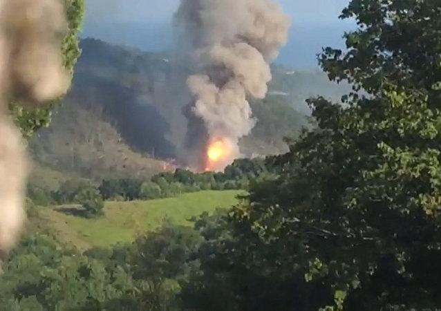 Na skladech ministerstva obrany v Abcházii došlo k explozi. Video z místa události