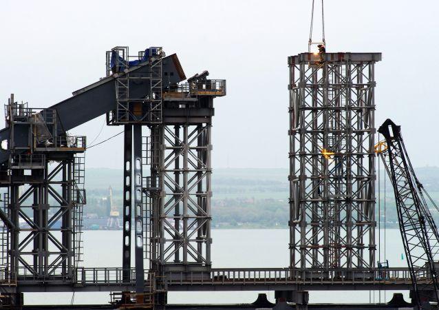 Stavba mostu na Krymu