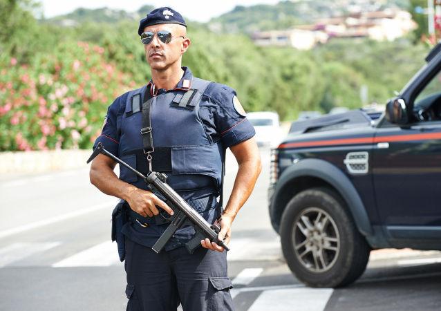 Italský policista (ilustrační fotografie)