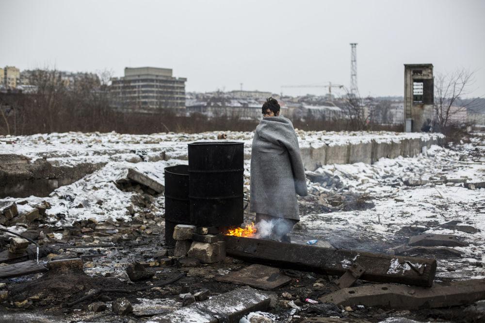 Španěl Alejandro Martinez Velez se svou parcí Běženci v Bělehradě obsadil první místo v nominaci Hlavní zprávy, Série fotografií. a také speciální cenu Mezinárodního výboru Červeného kříže Za humanitární fotografii