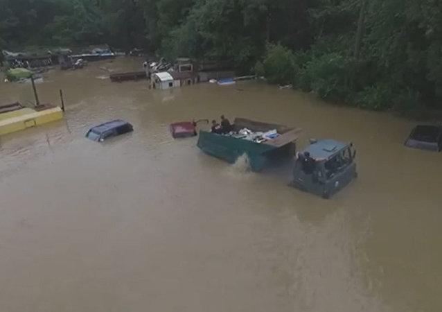 Velké povodně v Přímoří: záběry z dronu