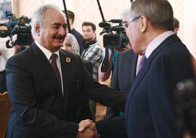 Maršál Chalífa Haftar na schůzce s ruským ministrem zahraničí Sergejem Lavrovem