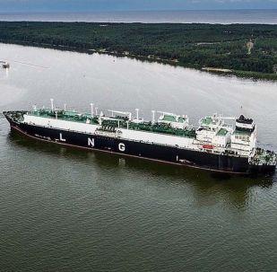 Loď s americkým plynem v Litvě