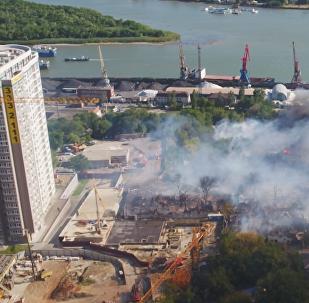 Požár v Rostově na Donu: jeden mrtvý a přes sto vyhořelých domů