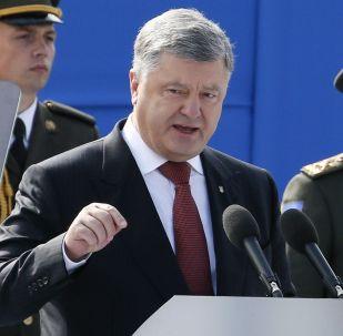 Petro Porošenko na vojenské přehlídce u příležitosti Dne nezávislosti Ukrajiny