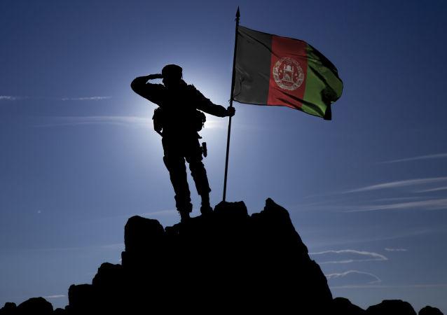 Voják s afghánskou vlajkou
