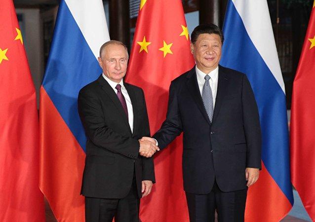 Ruský prezident Vladimir Putin a prezident ČLR Si Ťin-pching