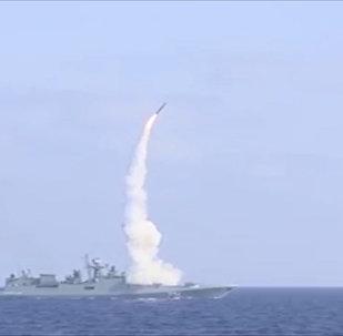 Fregata Admirál Essen provedla střely raket Kalibr na objekty IS
