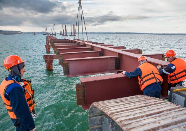 Budování Krymského mostu