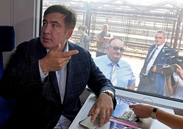 Michail Saakašvili ve vlaku, který směřuje na Ukrajinu