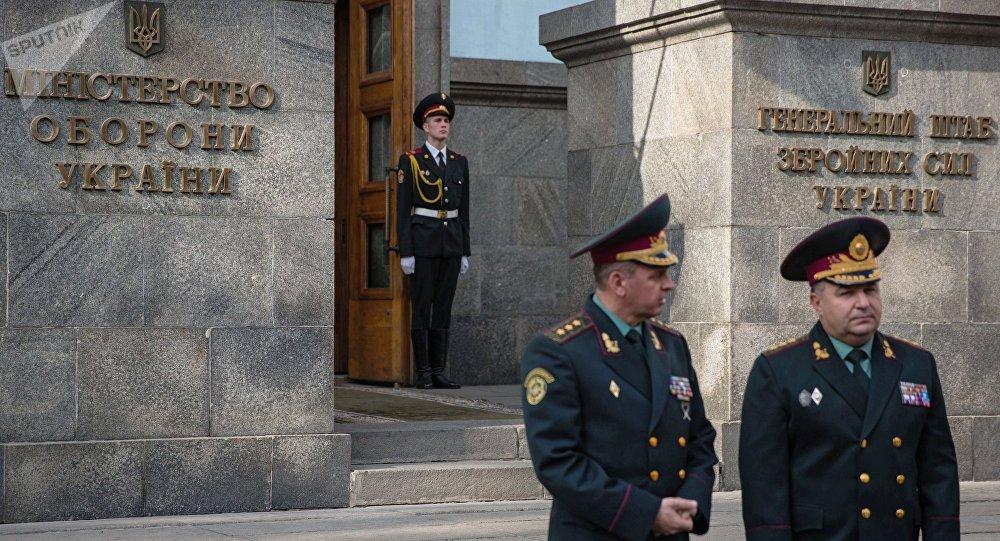 Stepan Poltorak před budovou ministerstva obrany Ukrajiny