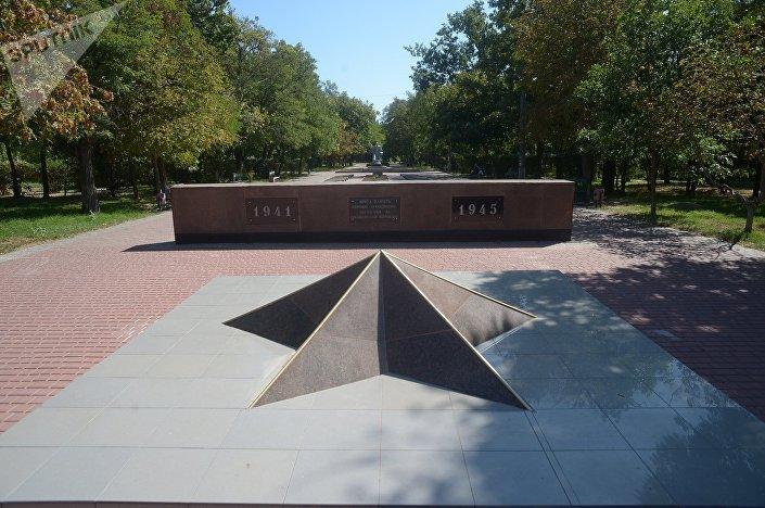 Památník hrdinům zemřelým během druhé světové války 1941-1945 v ukrajinském městě Očakov