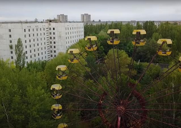 Polští turisté spustili ruské kolo v uzavřené zóně v Černobylu. Video