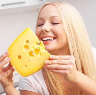 Dívka se sýrem