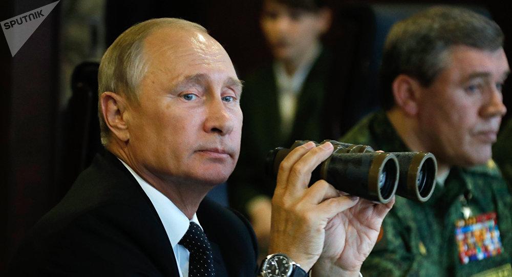 Vladimir Putin na cvičení Západ 2017