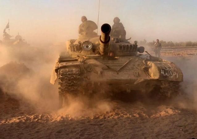 Syrské tanky v okolí Dajr az-Zauru