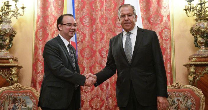Ministr zahraničí Filipín Alan Peter Cayetano se Sergejem Lavrovem