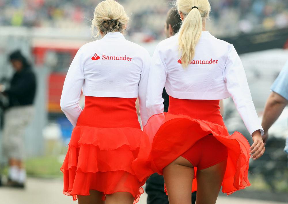 Královny závodů: nádherné grid girls, jež zdobí automobilové závody