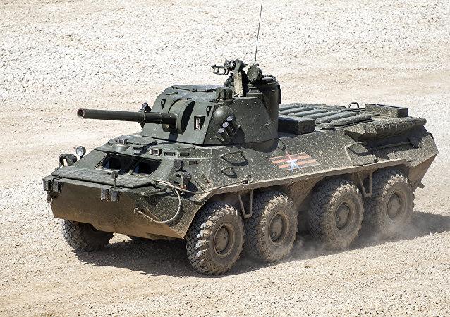 Nona na podvozku BTR-80