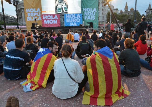 Účastníci referenda v Katalánii čekají na výsledky hlasování