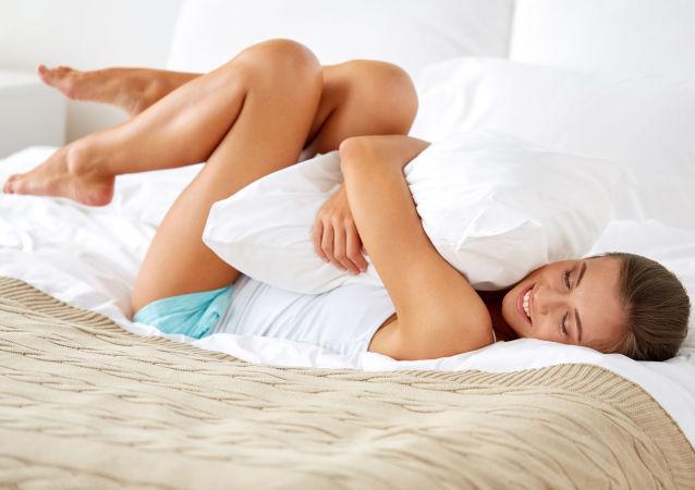 Dívka v posteli