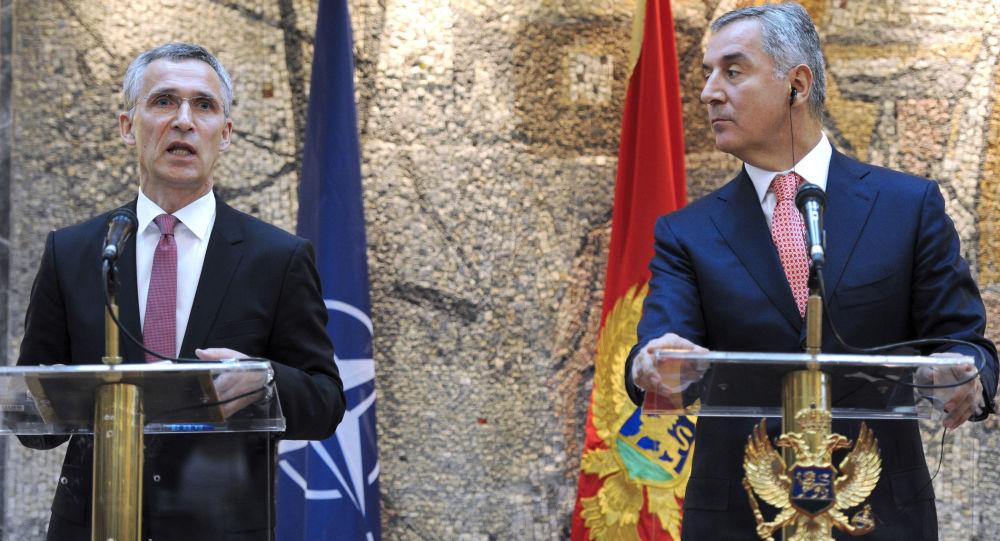 Generální tajemník NATO Jens Stoltenberg a černohorský premiér Milo Đukanović