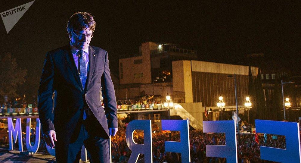 Předseda katalánské vlády Carles Puigdemont