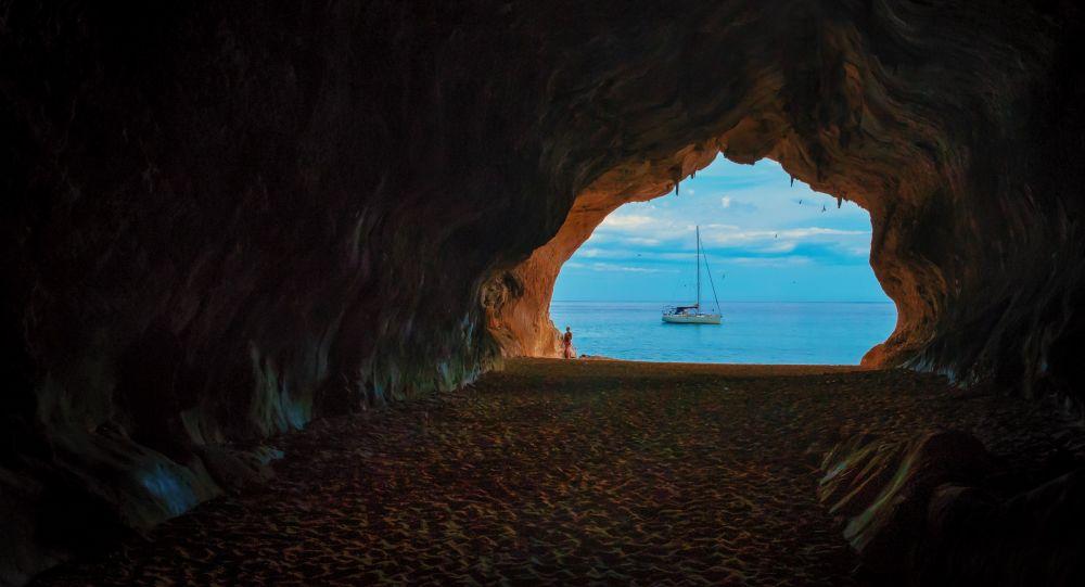 Uvnitr Hluboke Jeskyne Byla Objevena Zahadna Kresba Sputnik Ceska