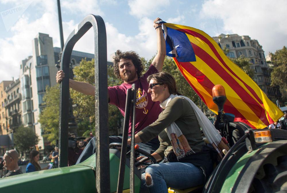 Obyvatelé Barcelony očekávají na zveřejnění parlamentem výsledků referenda o nezávislosti Katalánska