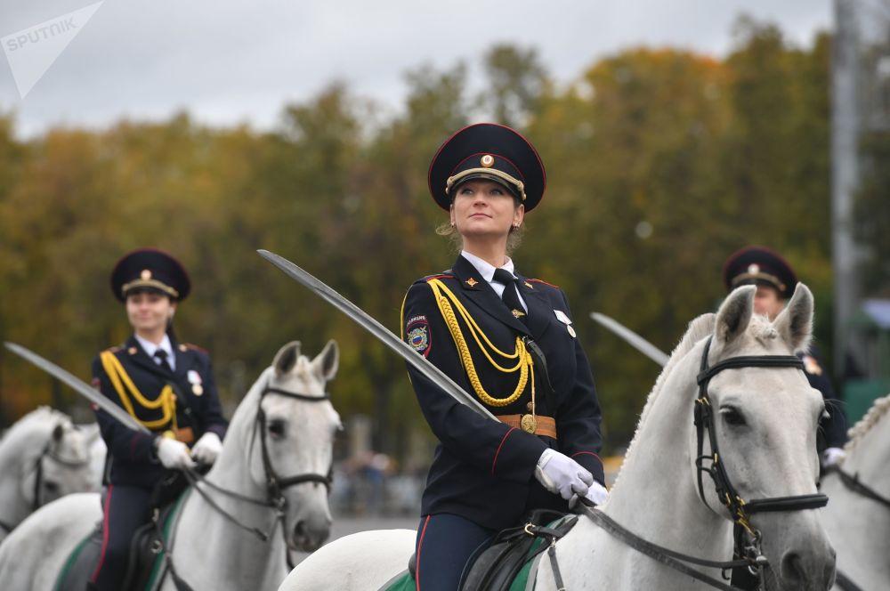 Účastníce sportovní slavnosti metropolitní policie, Moskva