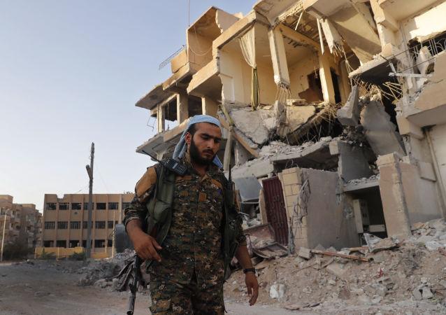 Voják SDF v Rakce