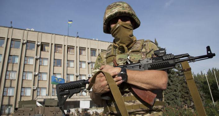 Ukrajinský voják ve městě Slavjansk