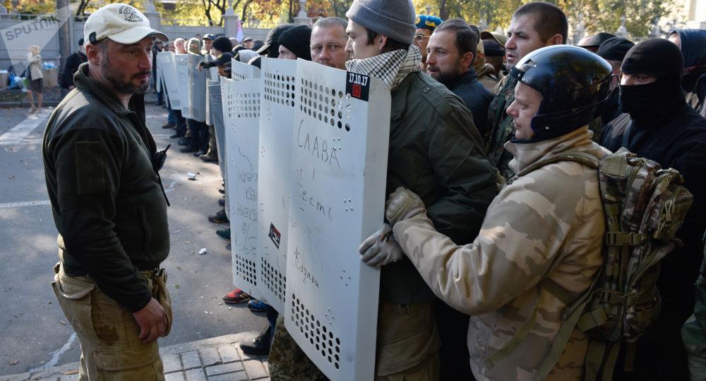 Účastnici protestní akce před ukrajinskou Nejvyšší radou