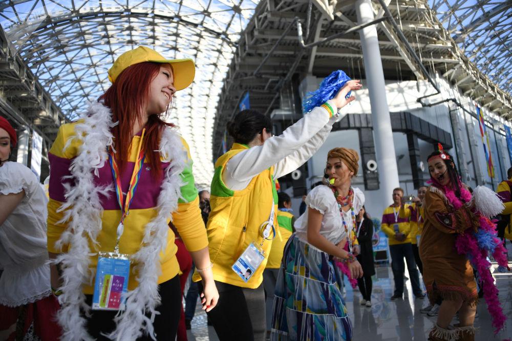 Účastníci 19. Světového festivalu mládeže a studentstva v Soči