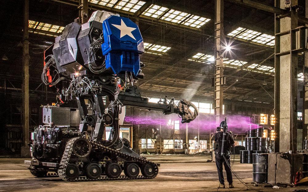 Robot Eagle Prime společnosti MegaBots na výrobu obřích řízených mechrobotů