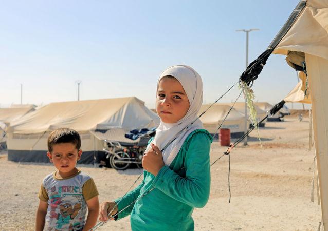 Děti v uprchlickém táboru severně od Rakky