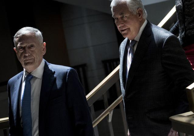 James Mattis a Rex Tillerson