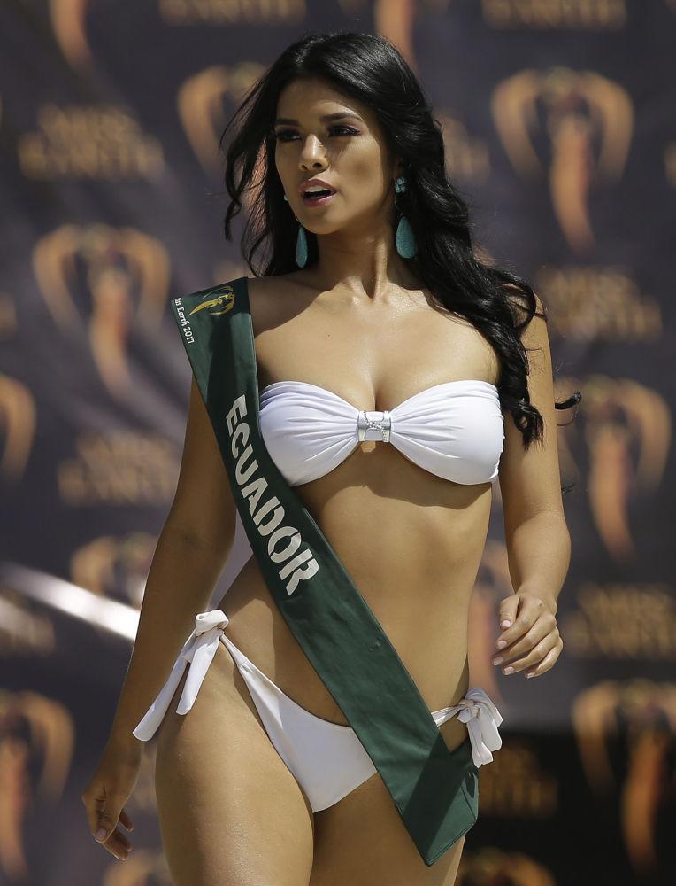 Fotografická schůzka uchazeček o titul Miss Earth