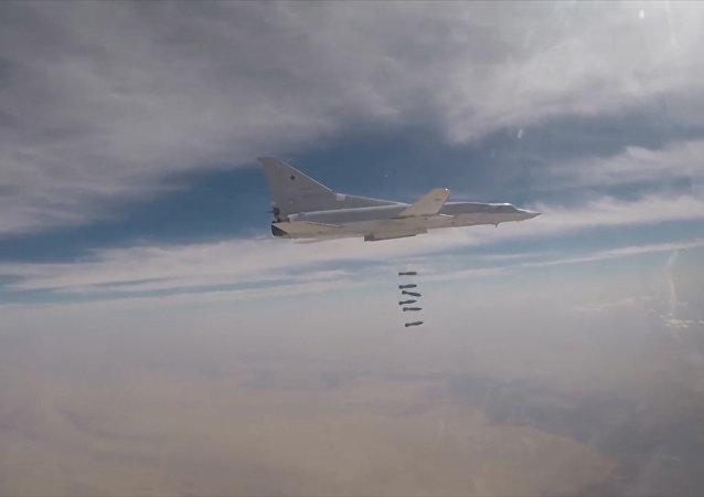 Ministerstvo obrany RF zveřejnilo video útoku Tu-22M3 na teroristy v Sýrii