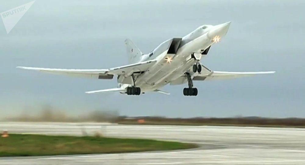 Bombardér Tu-22M3 na základně Hmeimim