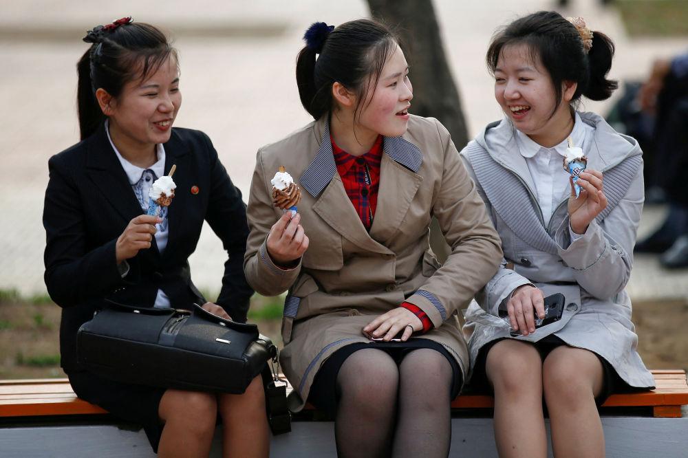 Slečny na lavičce v Pchjongjangu, KLDR