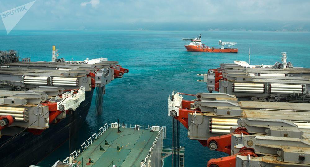 Loď na ukládání potrubí Pioneering Spirit
