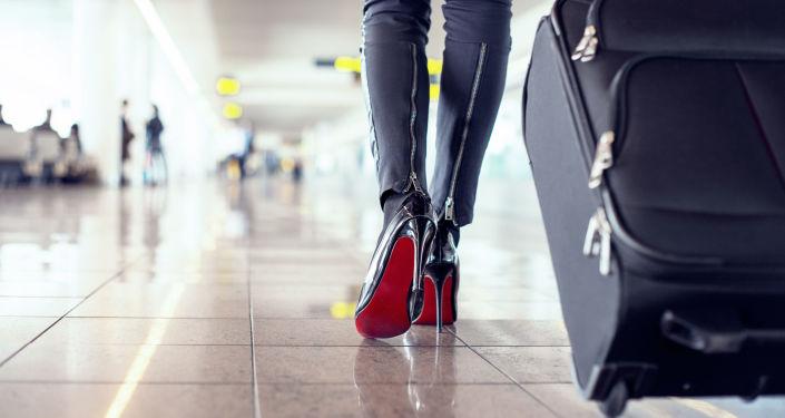 Žena s kufříkem