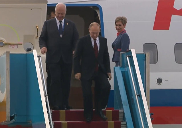 Putin přicestoval do Vietnamu, aby se zůčastnil summitu APEC