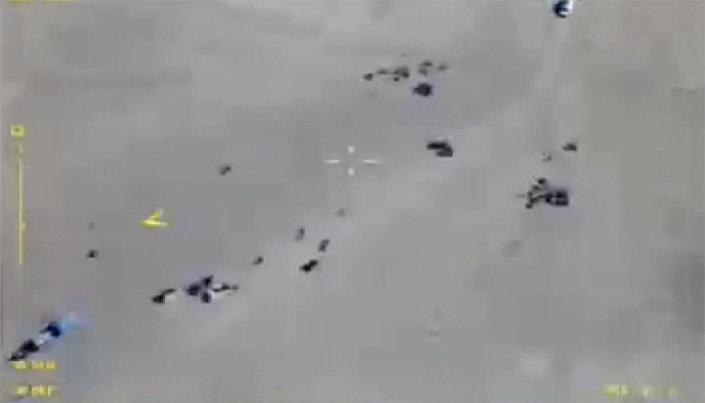 Konvoje teroristů IS mířící k syrsko-irácké hranici