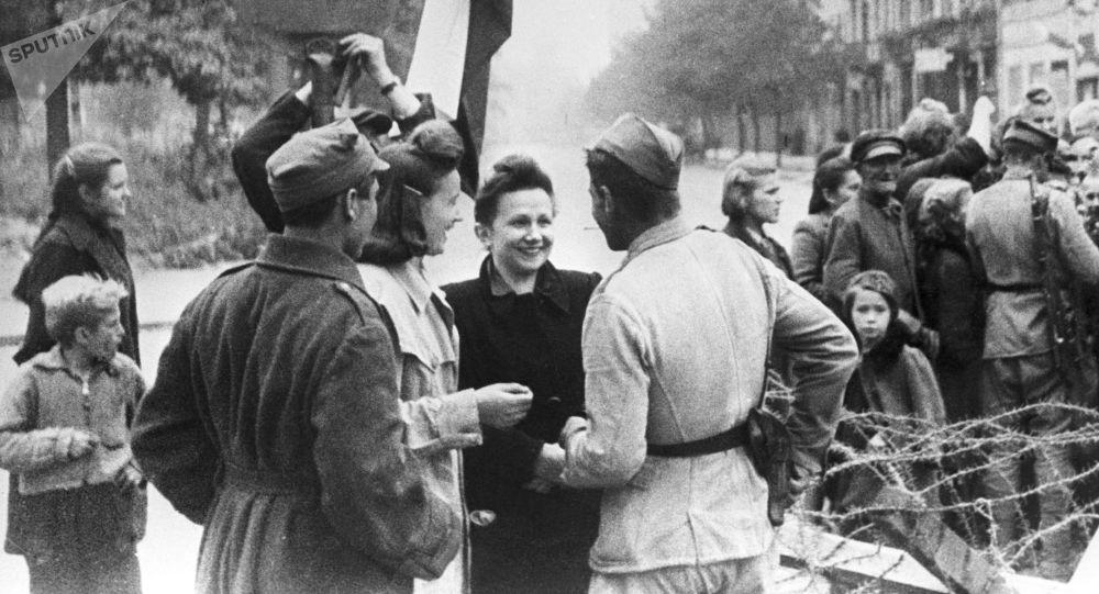 Názor obyvatele Varšavy na příslušníky Rudé armády