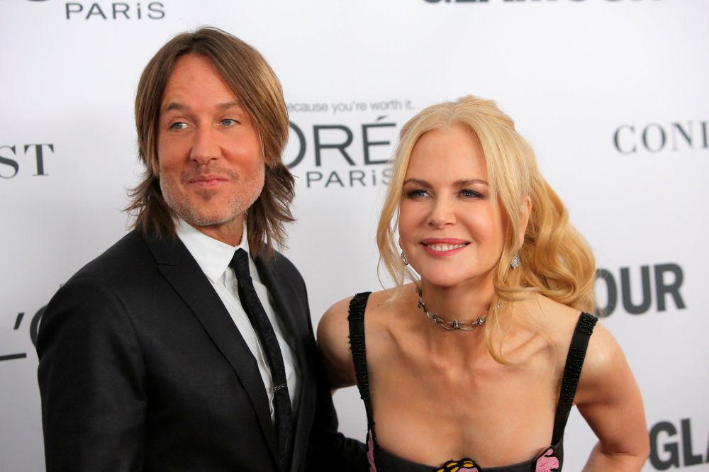 Australský country zpěvák, skladatel a kytarista Keith Urban a australská herečka a producentka Nicole Kidmanová na ceremonii udělení ceny Žena roku časopisu Glamour v New Yorku