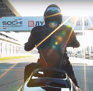 V Soči na trase Formula 1 došlo k testu prototypu těžkého motocyklu Iž, Video