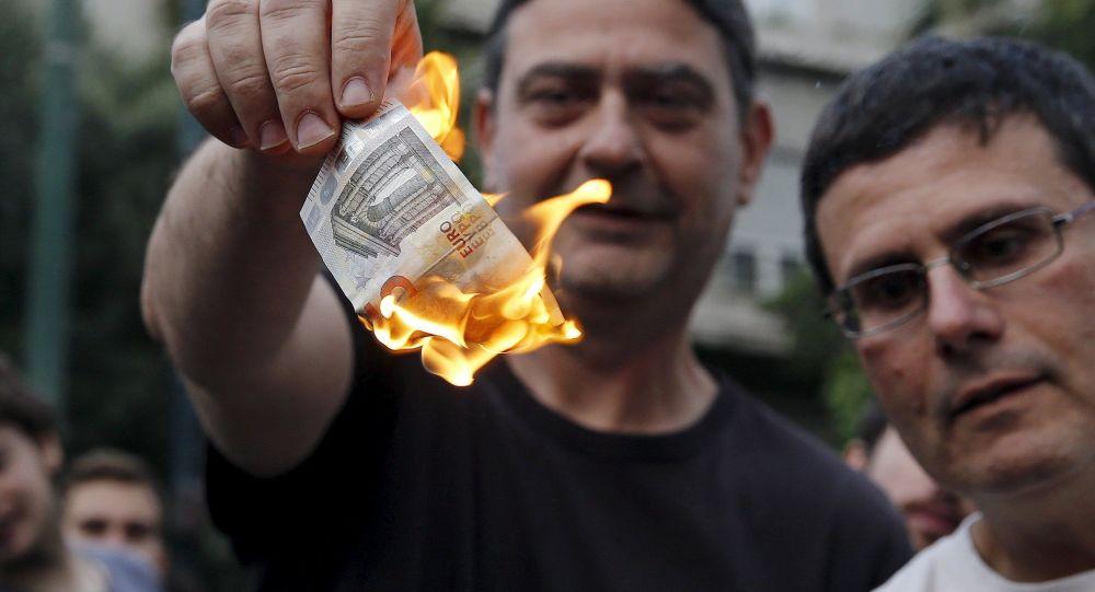 Řek pálí euro